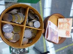 ALEATHER COLLAR BOX CONTAINING VINTAGE COINS AND BANK NOTES