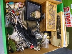 A COLLECTION OF VINTAGE AND MODERN COSTUME JEWELLERY, PLATED WARE AND COLLECTABLES TO INCLUDE