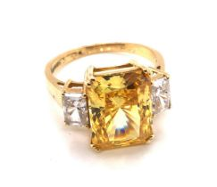 A 14ct HALLMARKED YELLOW GOLD BRIGHT YELLOW / ORANGE AND WHITE RECTANGLE CUBIC ZIRCONIA SET MODERN
