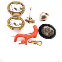 A PAIR OF LION CAMEO SHIRT ADORNMENTS, TOGETHER WITH A MICRO MOSAIC SLICE, A FRENCH GOLD AND