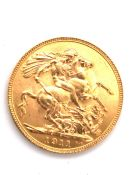 A 1911 22ct GOLD FULL SOVEREIGN COIN. 8grms.