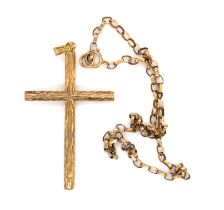 A 9ct HALLMARKED GOLD VINTAGE BARKED CROSS PENDANT AND A 9ct HALLMARKED GOLD BELCHER CHAIN ANKLET.
