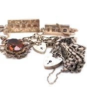 A SELECTION OF VINTAGE SILVER TO INCLUDE TWO SILVER INGOTS WITH SPECIMEN HALLMARKS SUSPENDED ON A