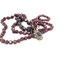 A VINTAGE GRADUATED KNOTTED ROW OF FACETED GARNET BEADS STUNG ON A FILIGREE ALMANDINE GARNET CLASP