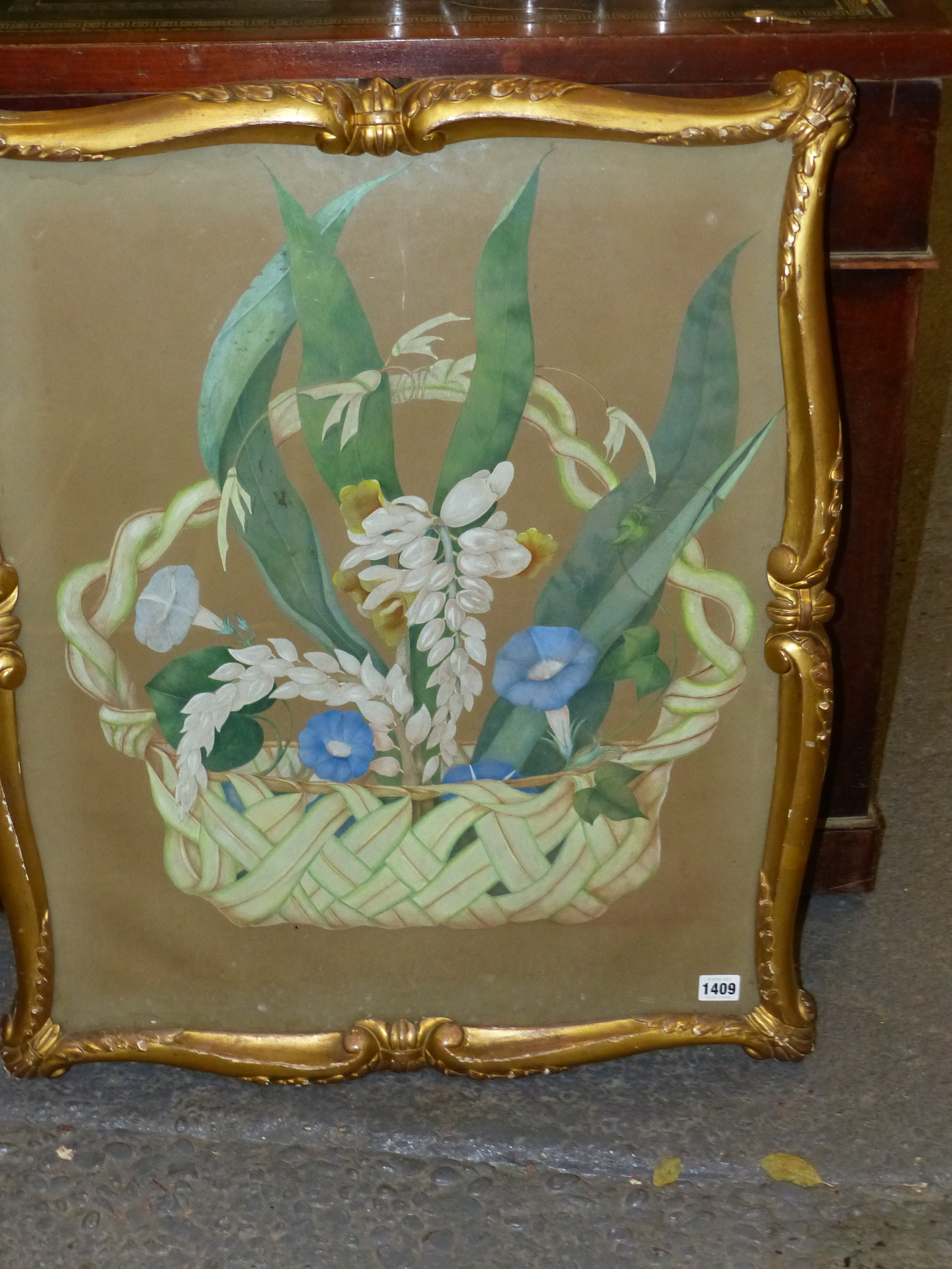 19th CENTURY SCHOOL. A BASKET OF FLOWERS, WATERCOLOUR. SHAPED CARVED GILTWOOD FRAME. IMAGE 66 x - Image 2 of 7