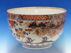 AN 18th C. JAPANESE IMARI BOWL PAINTED ON THE EXTERIOR WITH A FLOWERIUNG CHERRY TREE AND WITH