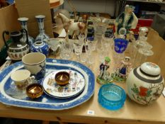 A LARGE BLUE AND WHITE MEAT PLATTER, A PAIR OF DELFT VASES, VARIOUS GLASS WARE, ETC.