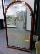 A VINTAGE ETCHED PLATE ARCHED MIRROR WITH AMBER BROWN EDGING. H 122 x W 71cms.
