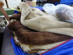 VARIOUS VINTAGE FUR COATS AND STOLES.