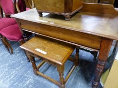 A VICTORIAN MAHOGANY WASH STAND WITH SINGLE DRAWER OVER BALUSTER LEGS. W 107 x D 44 x H 74cms.