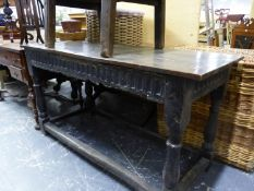 AN ANTIQUE OAK TRESTLE TABLE WITH FLUTED APRON ABOVE BALUSTER LEGS. W 148 x D 62 x H81cms.