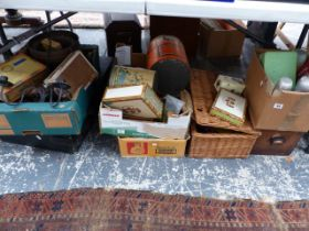 A QUANTITY OF VARIOUS COLLECTABLES TO INCLUDE CIGAR BOXES, VARIOUS VINTAGE TINS, METAL WARES, A