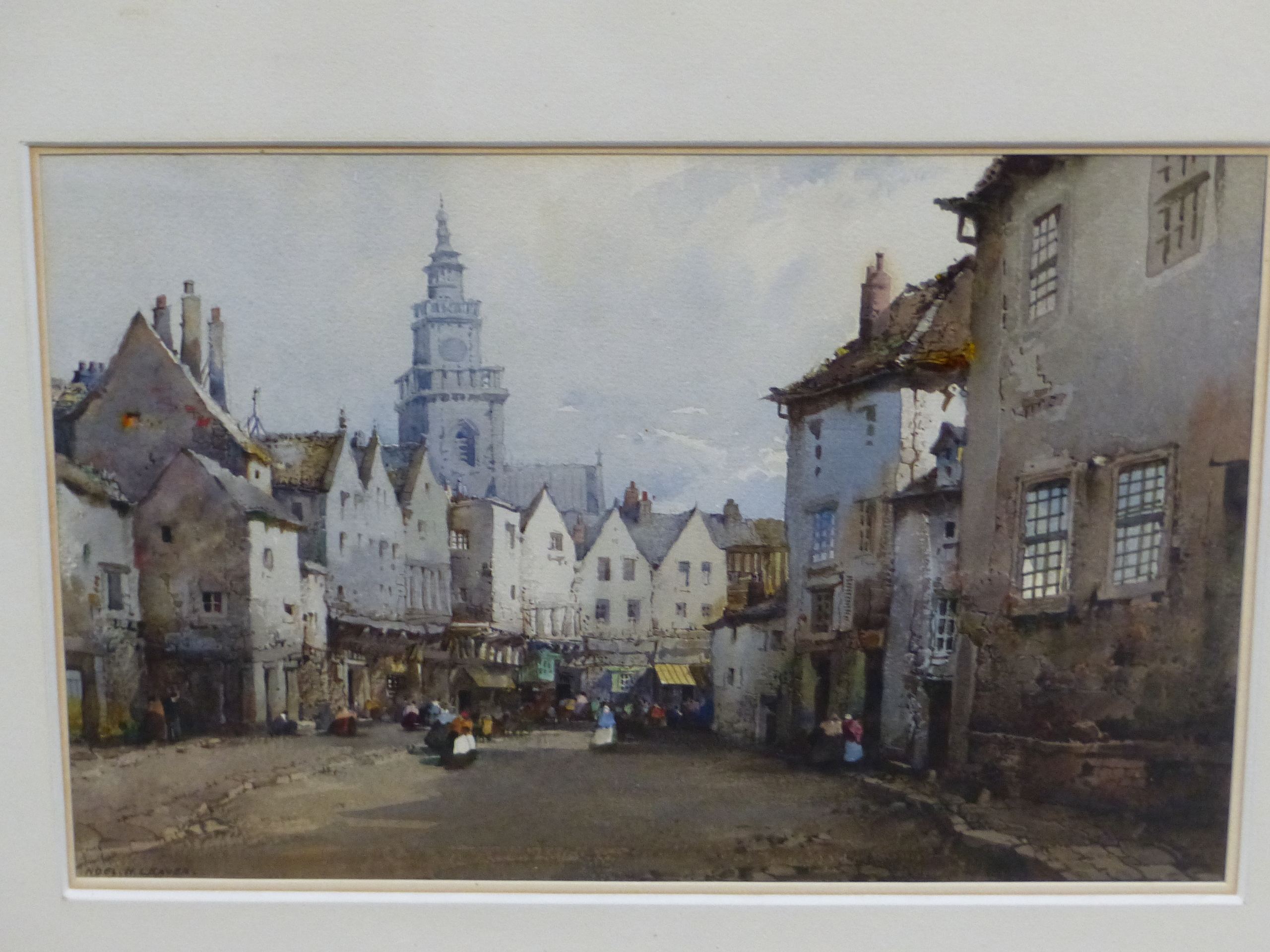NOEL H LEAVER (1889-1951) THE TOWN MARKET, SIGNED WATERCOLOUR 18 x 26cm
