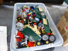 A LARGE COLLECTION OF LOOSE LEGO.