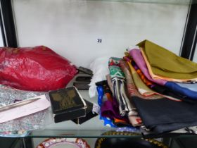 A QUANTITY OF SILK AND OTHER 1960'S SCARVES TO INCLUDE TSEKLENIS, JAEGER, LIBERTY, RICHARD ALLEN,