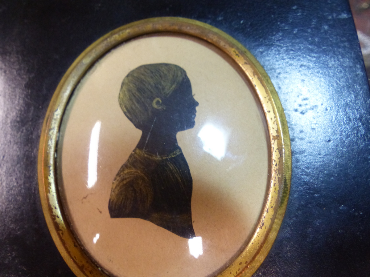 TWO OVAL SILHOUETTES, ONE OF A YOUNG MAN AND THE OTHER OF A CHILD CALLED MARY WITH GILT DETAILING. - Image 2 of 4