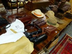 A QUANTITY OF VINTAGE LADIES HANDBAGS AND HATS.