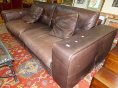 A LEATHER SETTEE BY GAMMA ARREDAMENTI WITH TWO CUSHIONS. W 235cms.