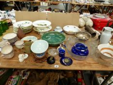 VARIOUS DECORATIVE CHINAWARES TO INCLUDE A ORIENTAL BOWL ON STAND.