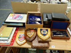 A BOXED DRAUGHTMANS SET, A CASED VINTAGE NAIL SET, CASED CUTLERY, SERVERS AND COFFEE SPOONS, A SET