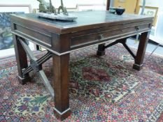 AN INTERESTING ANTIQUE MAHOGANY LIBRARY FOLIO TABLE, WITH ADJUSTABLE LEATHER INSET TOP OVER TWO