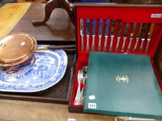 A CROWN STAFFORDSHIRE WINDSOR CASTLE PLATE, A PART CUTLERY SET BY ONEIDA, MEAT PLATTER AND A