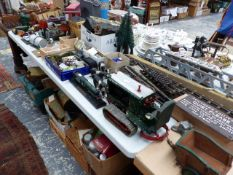 A LARGE COLLECTION OF VINTAGE TOYS AND RAILWAY RELATED ITEMS TO INCLUDE BASSETT- LOWKE, SCRATCH