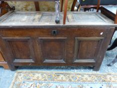 AN OAK COFFER WITH THREE PANELLED LID AND FRONT. W 127 x D 53 x H 68cms.