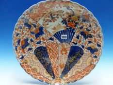 A PAIR OF JAPANESE IMARI CHARGERS, THE PETAL EDGED RIMS ENCLOSING FLUTED CAVETTOS, EACH PAINTED WITH