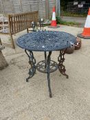 A SMALL CAST METAL PATIO TABLE.