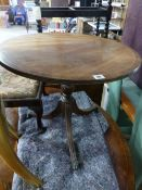 A REGENCY STYLE TRIPOD OCCASIONAL TABLE.