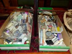 A LARGE QUANTITY OF VINTAGE COLLECTABLE MATCH BOOKS.