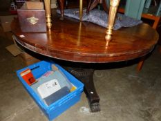 AN EARLY 19TH CENTURY ROSEWOOD AND CROSSBANDED BREAKFAST TABLE