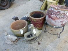 THREE LARGE GARDEN POTS, AN OTTER GARDEN FIGURE AND THREE OTHERS (7).