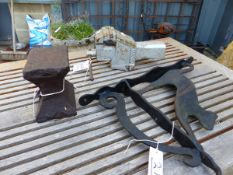 A SMALL HORNLESS ANVIL, A VICE AND A CAT HANGING BASKET BRACKET. (3)