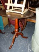 A VICTORIAN TRIPOD TABLE WITH FAUX MARBLE PAINTED SLATE TOP
