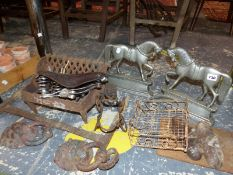 A TRAY OF TERRACOTTA FLOWER POTS, TWO HORSE DOOR STOPS, A FIRE GRATE, WHITE ENAMEL WARES, ETC