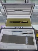 A BOXED PARKER PEN, WITH 18CT GOLD NIB