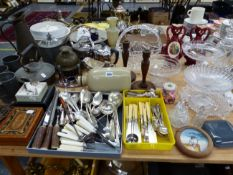 ELECTROPLATE CUTLERY, OTHER METAL WARES, GLASS AND A MAJOLICA FROG INKWELL