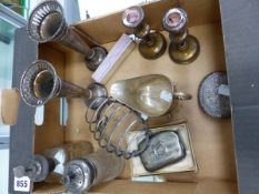 VARIOUS SILVER HALLMAKRED ITEMS TO INCLUDE A CUT GLASS PERFUME ATOMISER, A PAIR OF BUD VASES, A