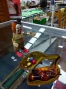 A WIND UP TOY SCHUCO CLAPPING CLOWN AND A MEERSHAUM PIPE IN CASE.