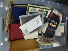 A COLLECTION OF STAMPS TO INCLUDE ALBUMS, STOCK CARDS, LOOSE STAMPS, AND A SMALL QUANTITY OF