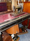 FOUR VARIOUS VINTAGE SEWING MACHINES, TO INCLUDE THREE SINGERS AND A VICKERS.