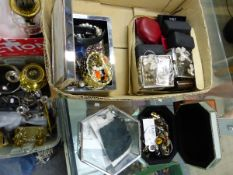 A LARGE BOX OF VARIOUS JEWELLERY AND COSTUME JEWELLERY CONTENTS INCLUDING SILVER JEWELLERY.