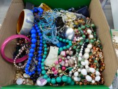 A QUANTITY OF MOSTLY MODERN COSTUME JEWELLERY.