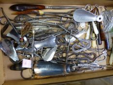 A LARGE COLLECTION OF ANTIQUE AND LATER ADVERTISING BUTTON HOOKS, SHOE HORNS ETC.
