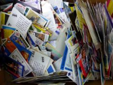 A QUANTITY OF VINTAGE AND OTHER COLLECTORS CARDS TO INCLUDE CIGARETTE CARDS, WWF,FOOTBALL, PROSET,