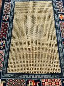 A CHINESE RUG OF UNUSUAL DESIGN, 204 x 135cms