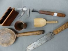 A GROUP OF TREEN, TO INCLUDE A LARGE HAND CARVED SPOON, BREAD KNIFE, ETC
