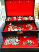 A VINTAGE JEWELLERY BOX AND CONTENTS ALL COSTUME PIECES